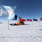 Catamaran polar en el Polo Sur de las celebraciones.
