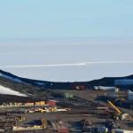 Se aprecia la fractura entre los hielos permanentes y la parte que normalmente se deshiela.