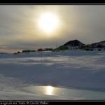 Ob Hill, base Scott y el Sol reflejandose en una de las balsas.