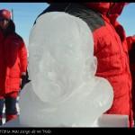 Busto de Amundsen descubierto en el acto de conmemoración del centenario.