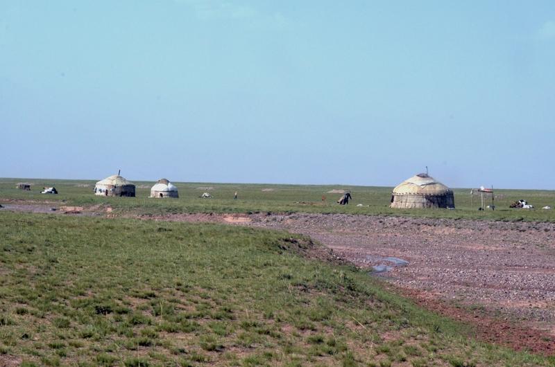Yurtas en las cercanías ya del campo base.