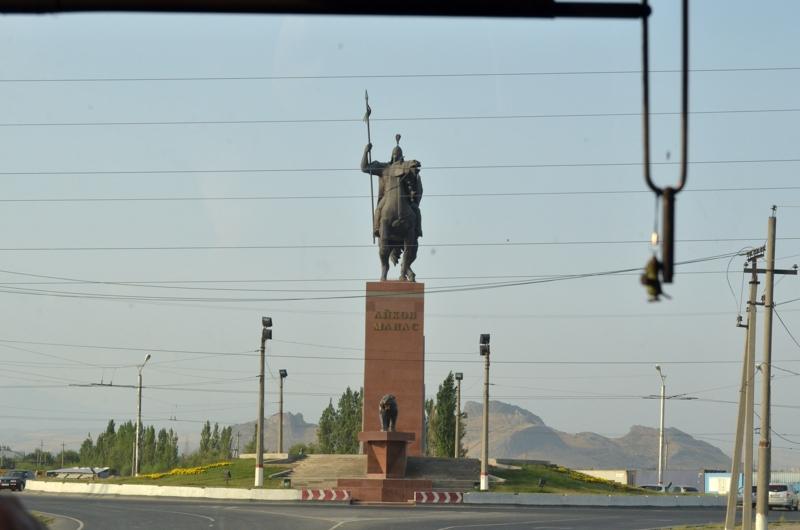 Tras la separación de Rusia el pueblo Kyrgyz trata de ensalzar su identidad nacional recordando figuras de su historia como su héroe Manas.