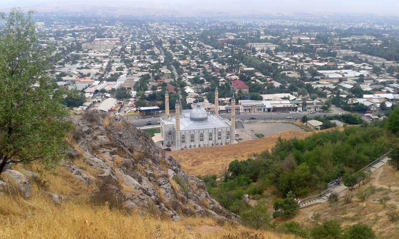 Mezquita vista desde la montaña de Suleiman Too.
